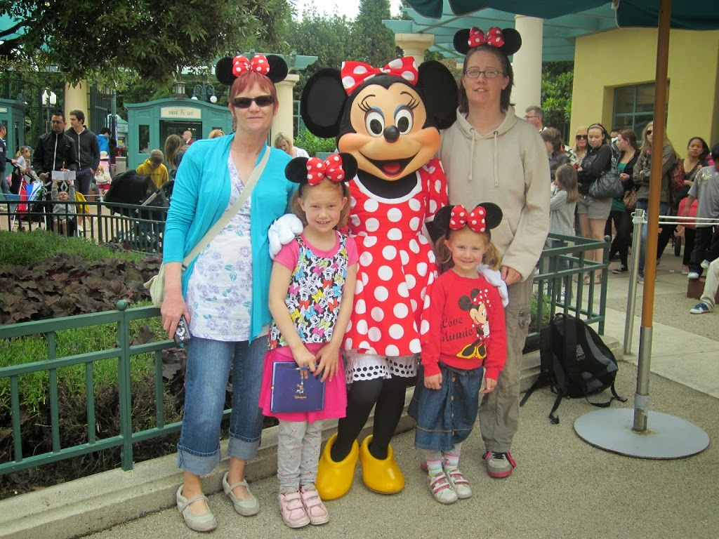 Feature where to meet the characters at disneyland paris kids an error occurred m4hsunfo