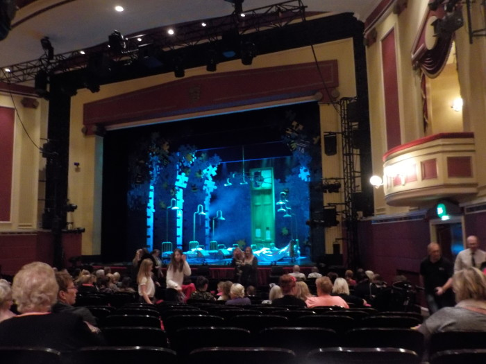 Annie at Hull New Theatre
