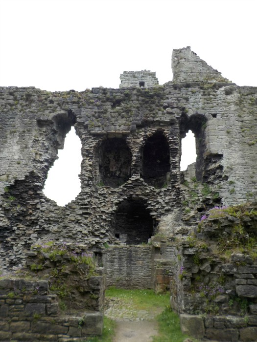 a-face-in-the-walls-of-middleham-castle