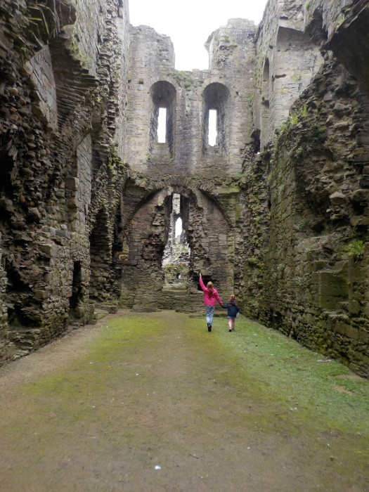 grand-old-rooms-to-explore-at-middleham-castle