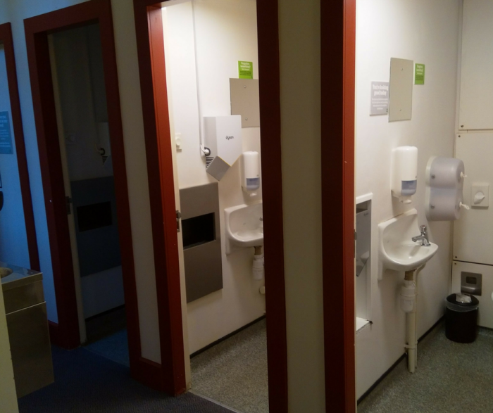 YHA London St Pauls toilets and showers