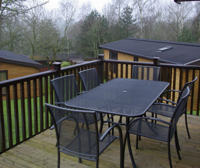 Outdoor dining at Sandybrook Country Park